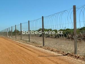 Забор из колючей проволоки может быть простым и сложным